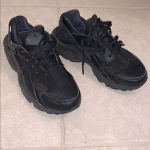 black huaraches by Nike. (Only worn couple times)